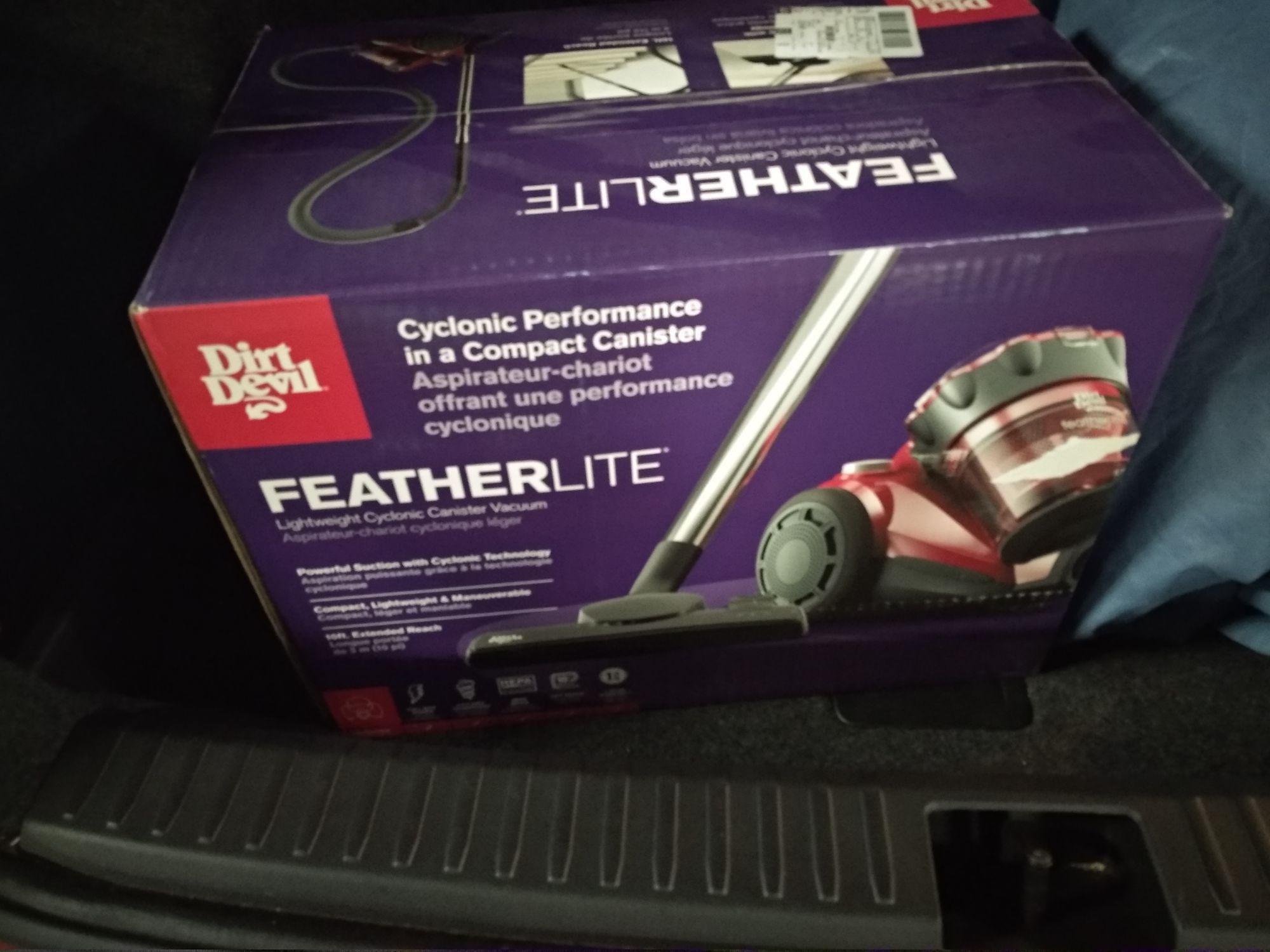 Walmart: Aspiradora depósito featherlite 1200WA de $1590 a solo $500