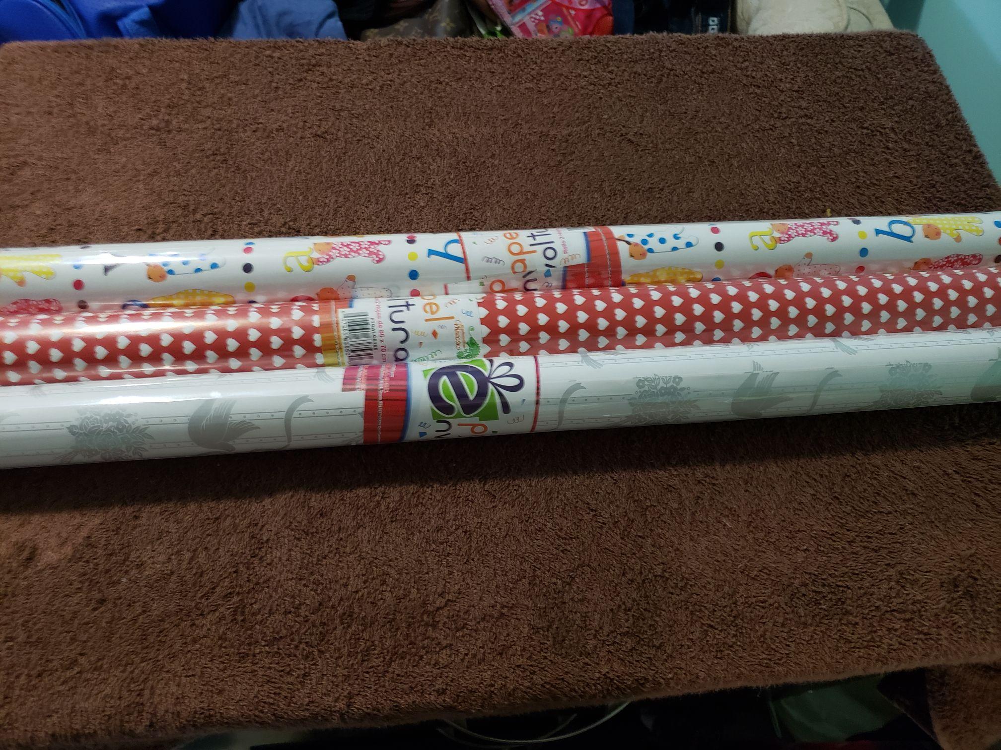 Bodega Aurrera: papel de regalo en $2.01