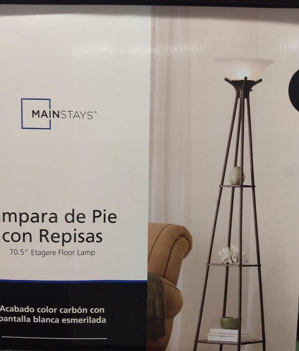 Walmart: lámparas de piso con tres repisas