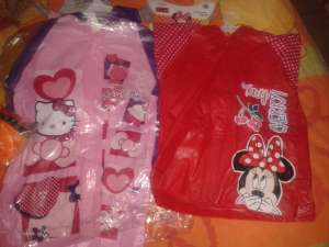 Walmart gdl centro sur: Impermeable disney minnie y kitty para niña en $20