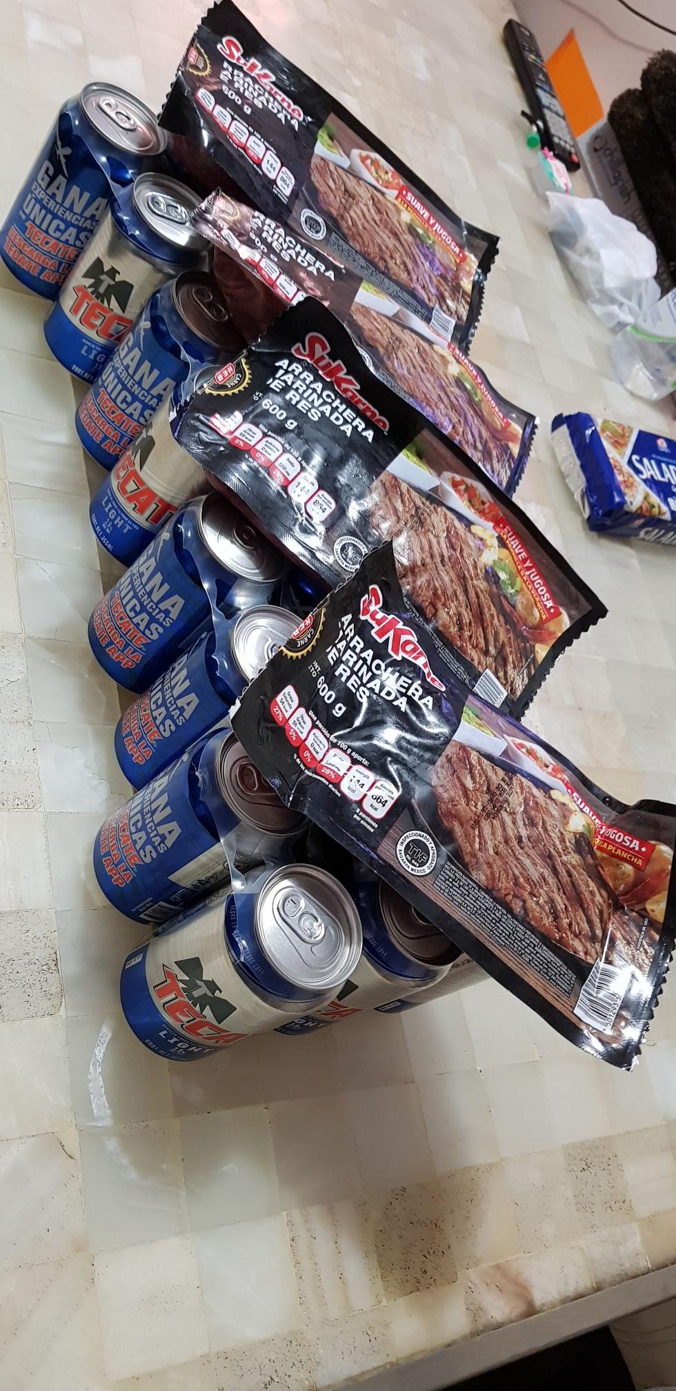 H-E-B Arracherra y six de cerveaza