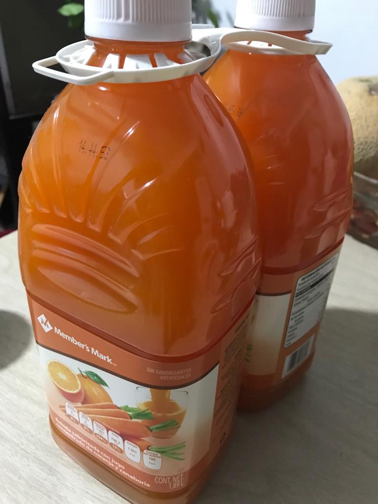 Sam's Club: bebida members mark de naranja y zanahoria a $49.5 por dos botellas de 1.89 litros cada una