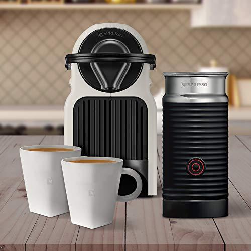 Amazon: Cafetera Nespresso Inissia con espumador de leche, color blanca (Incluye obsequio de 2 tazas y 14 cápsulas de café)