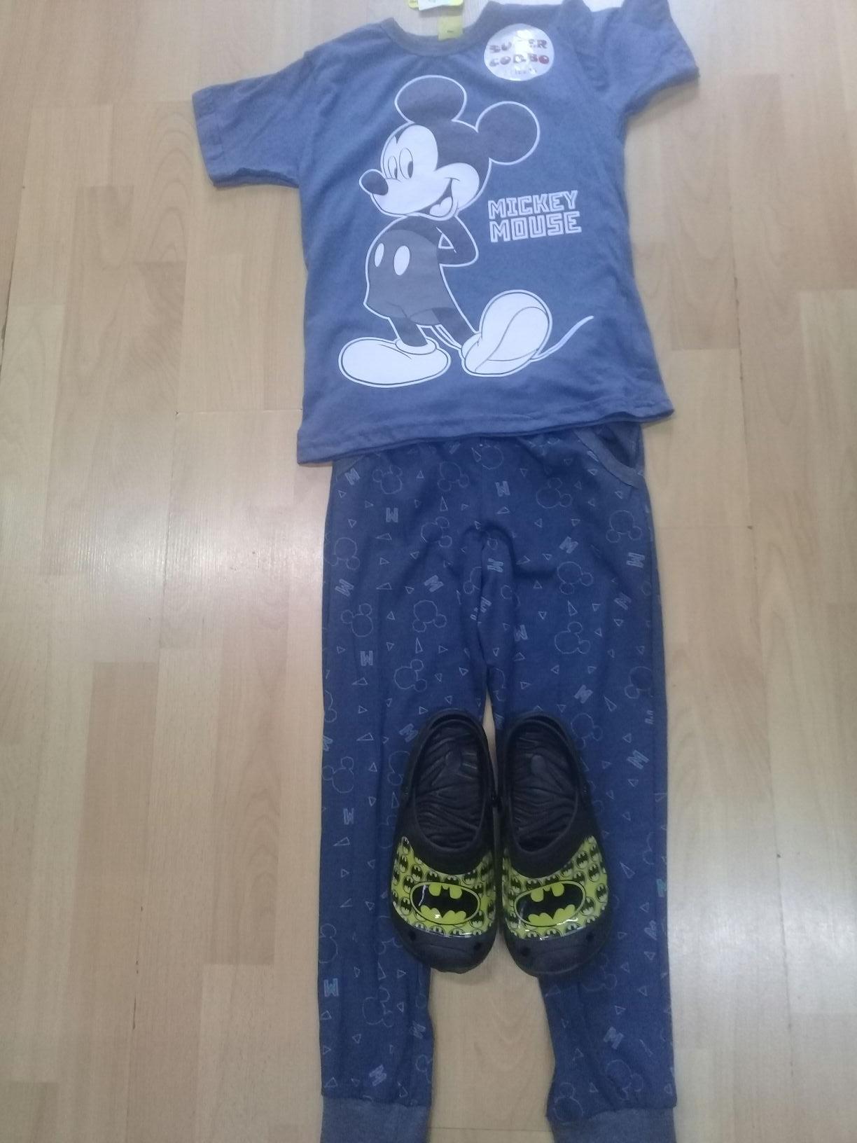 Walmart: Conjunto pijama de micky y sandalias de batman