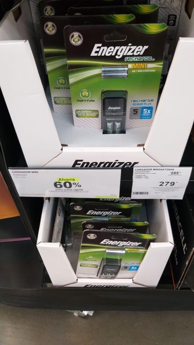Sam's Club: Cargador de pilas Energizer Mini + 2 pilas AA + 2 pilas AAA