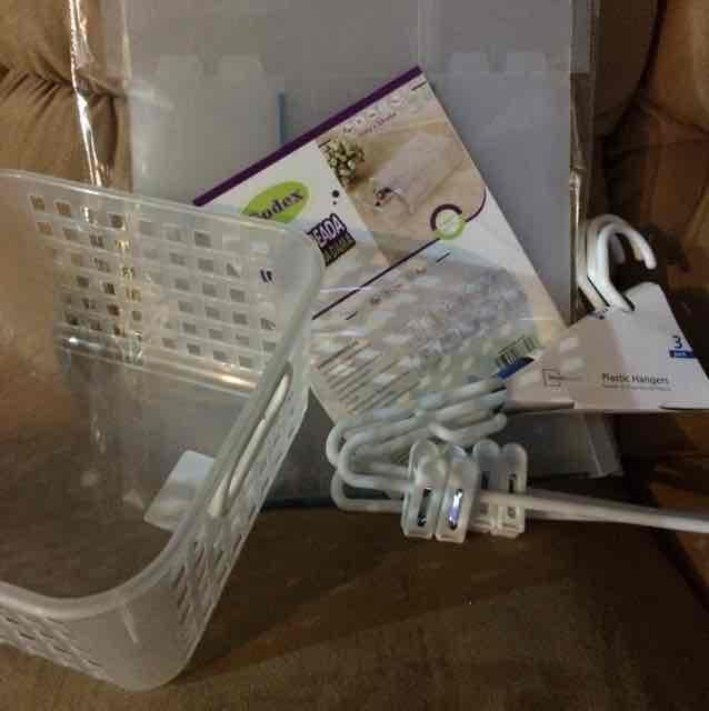 Walmart: Puebla reforma y CD judicial ganchos, caja para zapatos y cesta de plástico