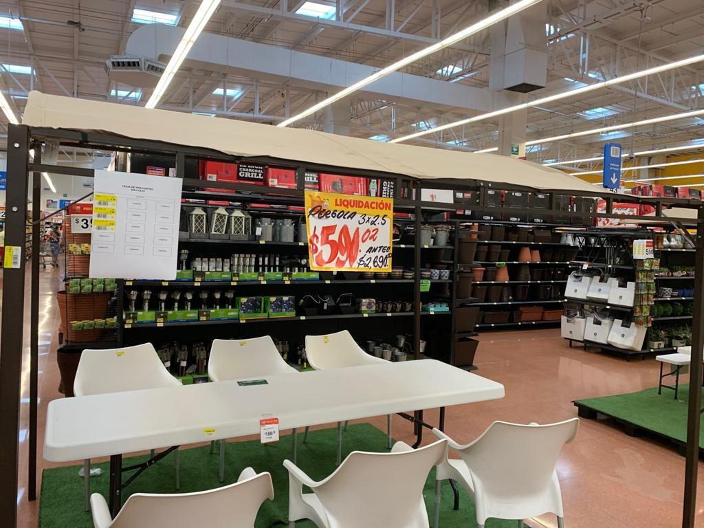 Walmart Base Acapulco: Pérgola