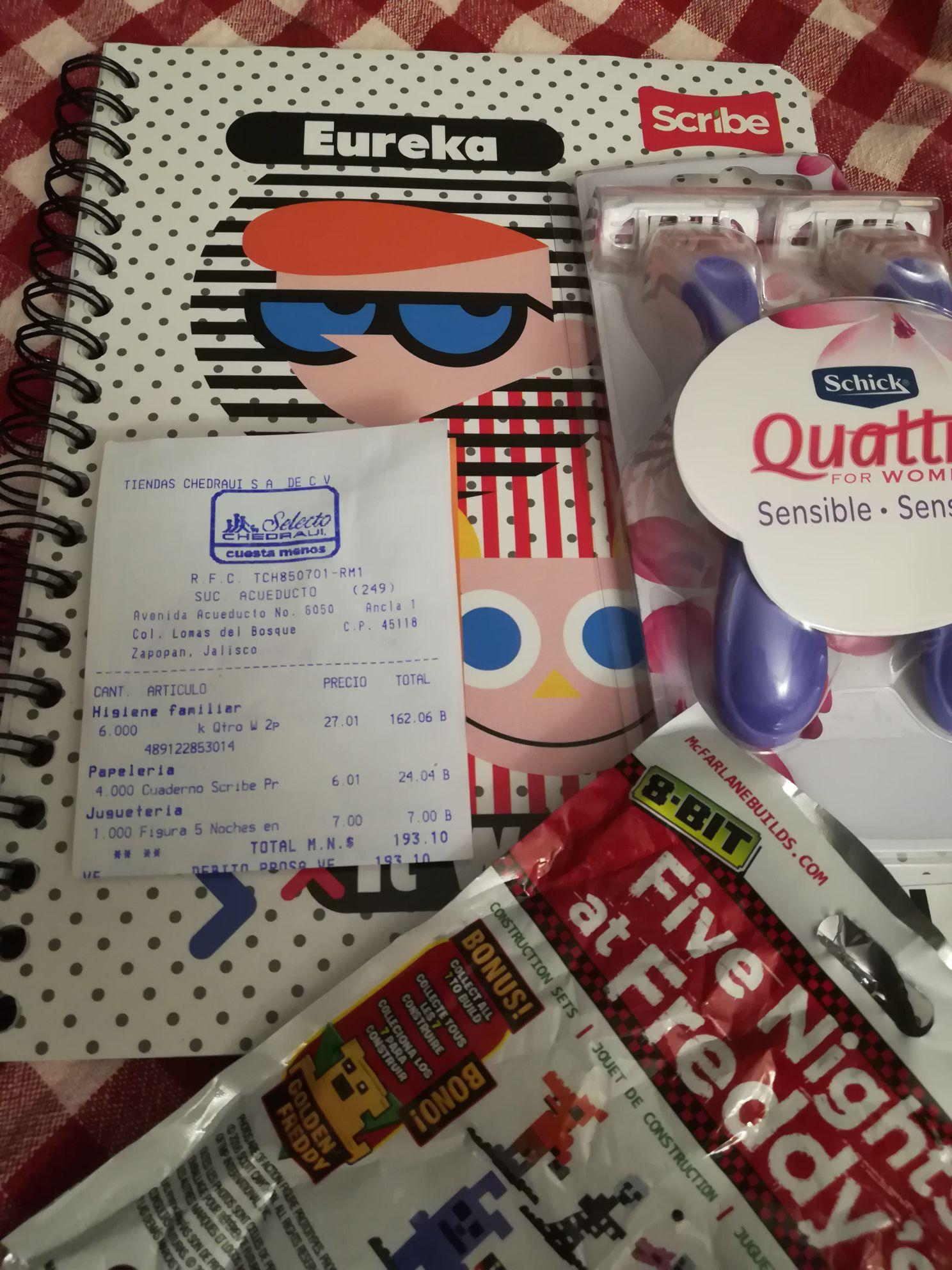 Chedraui: Cuaderno Scribe, juguete y rastrillo