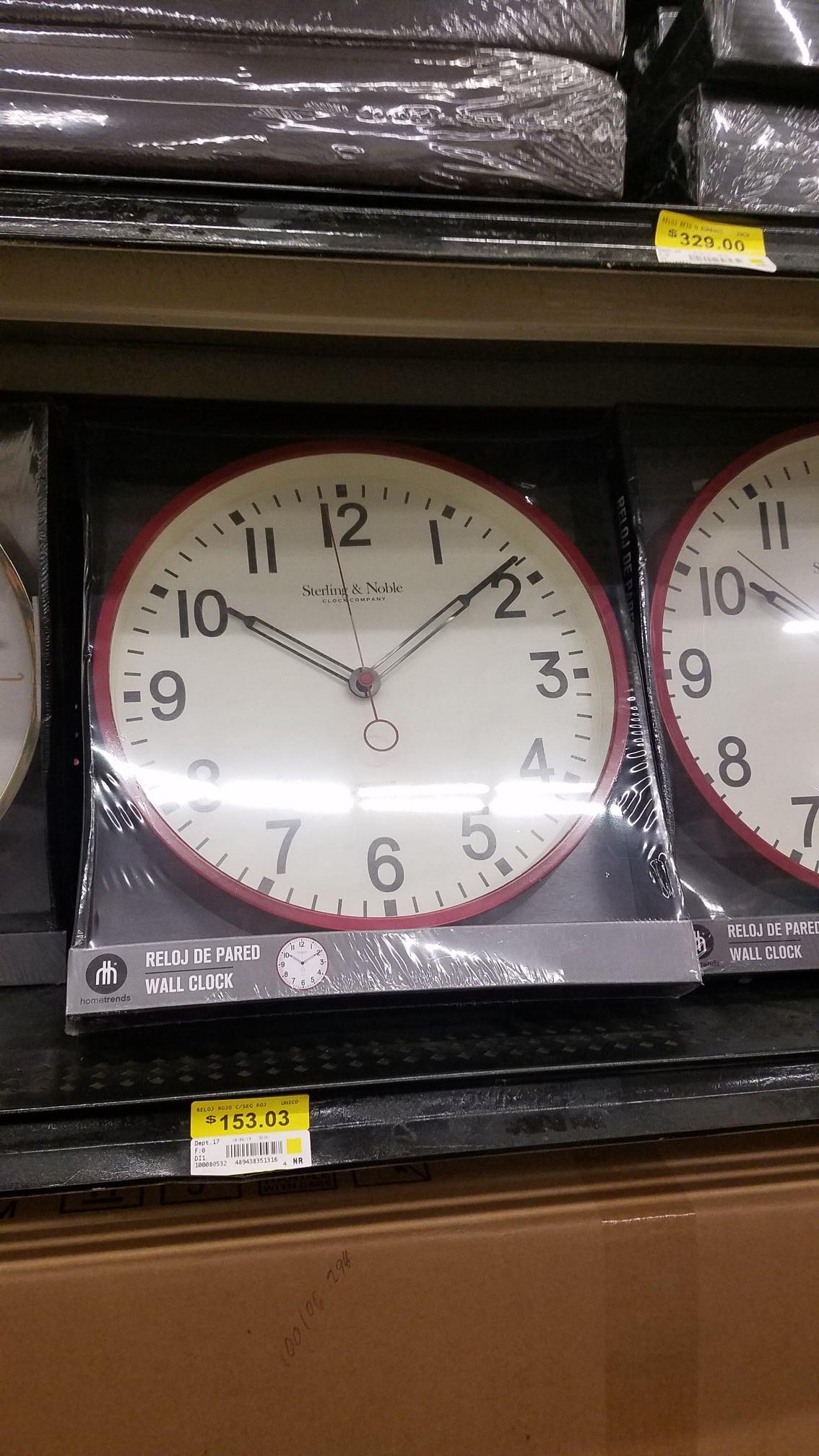 Walmart: Reloj de pared $153.03, Paquete 2 Passport scotch(700) y regaló 1 Wyborowa vodka(750) y follaje