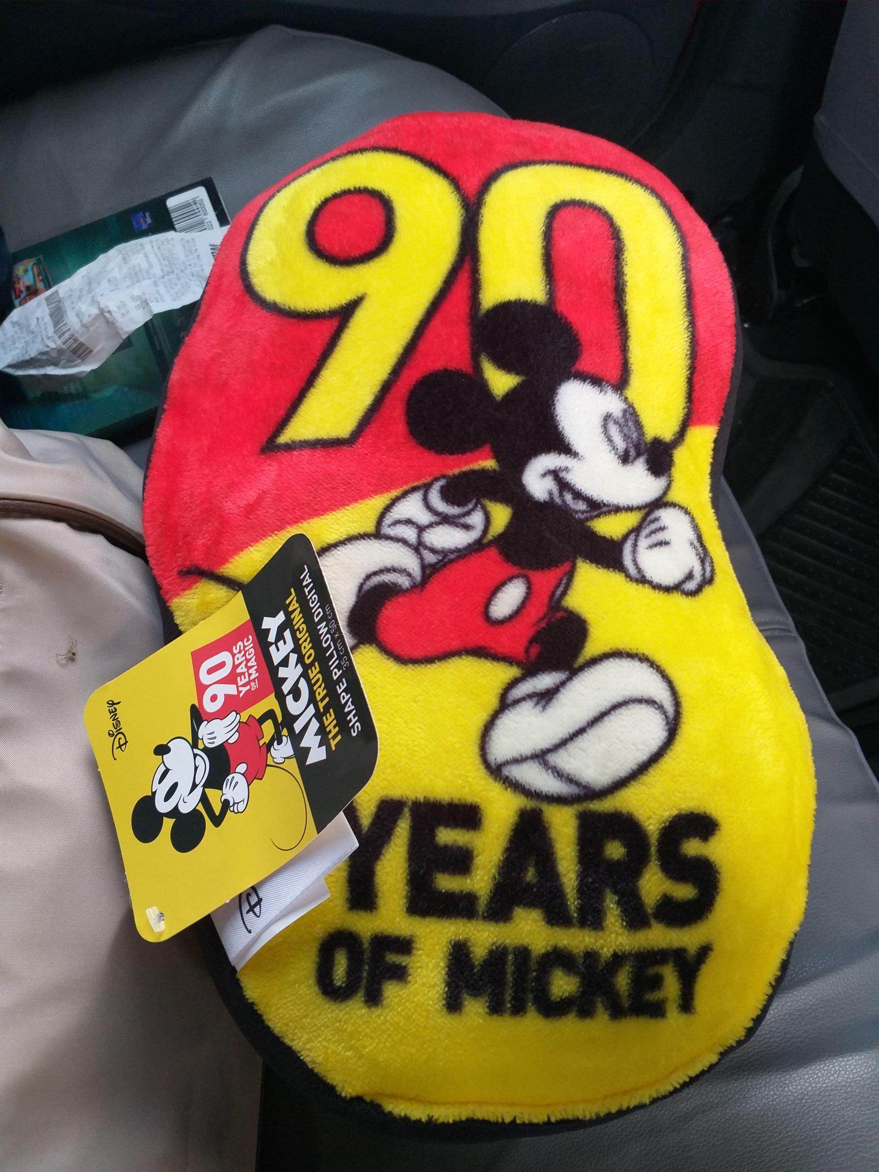 Walmart: Cojín Mickey Mouse 90 años