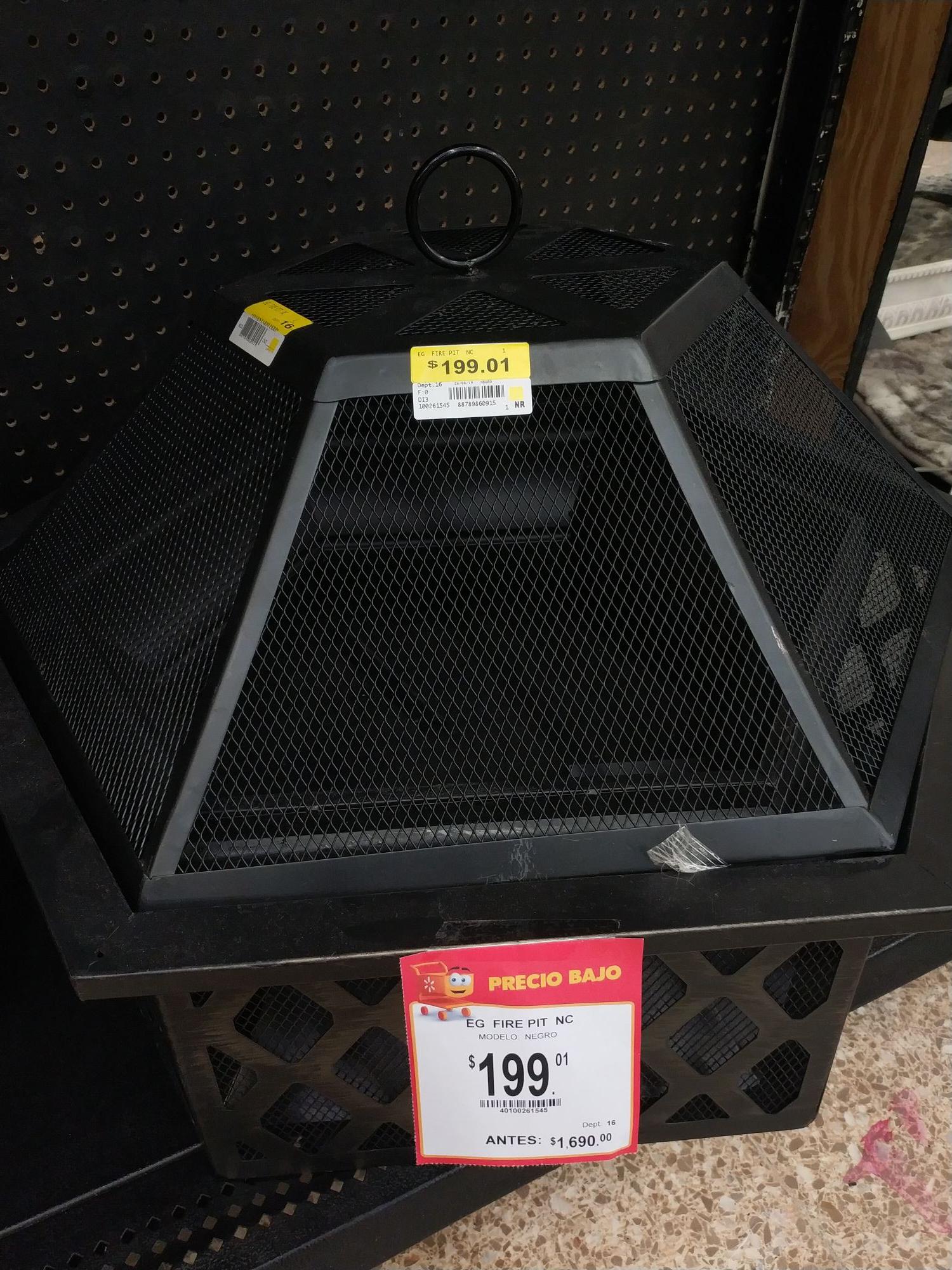Walmart Deportiva VHSA: Mesa de jardín para las carnitas asadas.