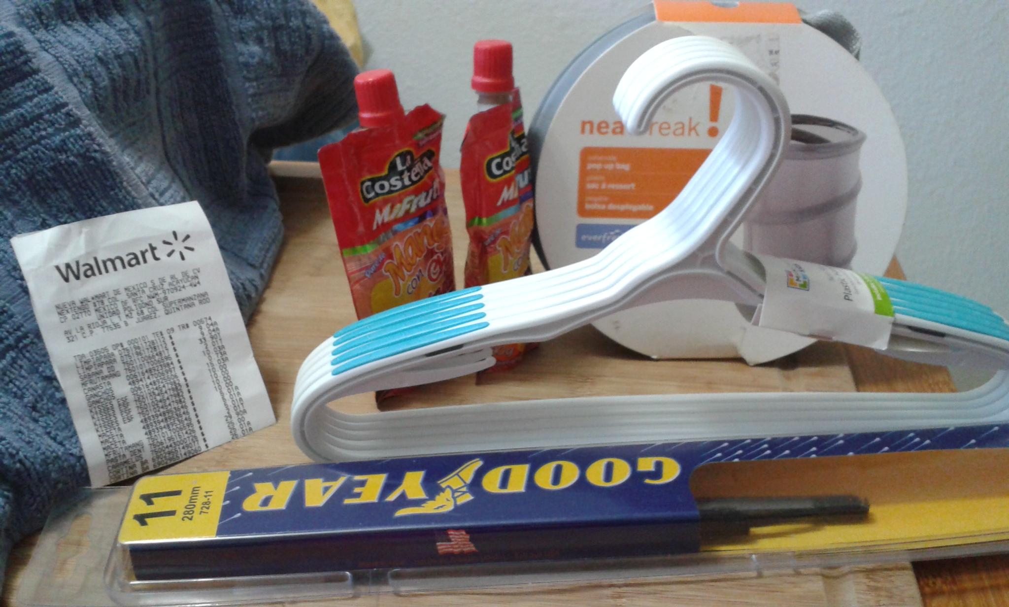 Walmart: Limpiaparabrisas Goodyear a 9.04, Ganchos infantiles a 15.03 y otros