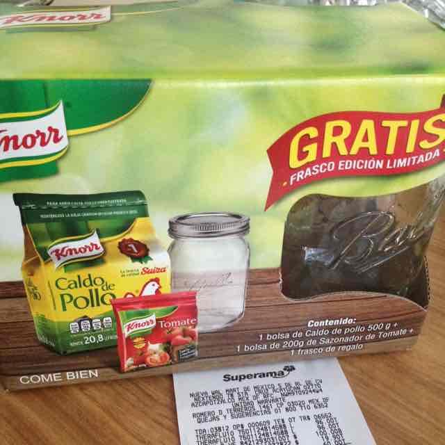 Superama Navarrete: caldo de pollo de 500gm + 200gm de sazonados Knorr + mason Jar a $60