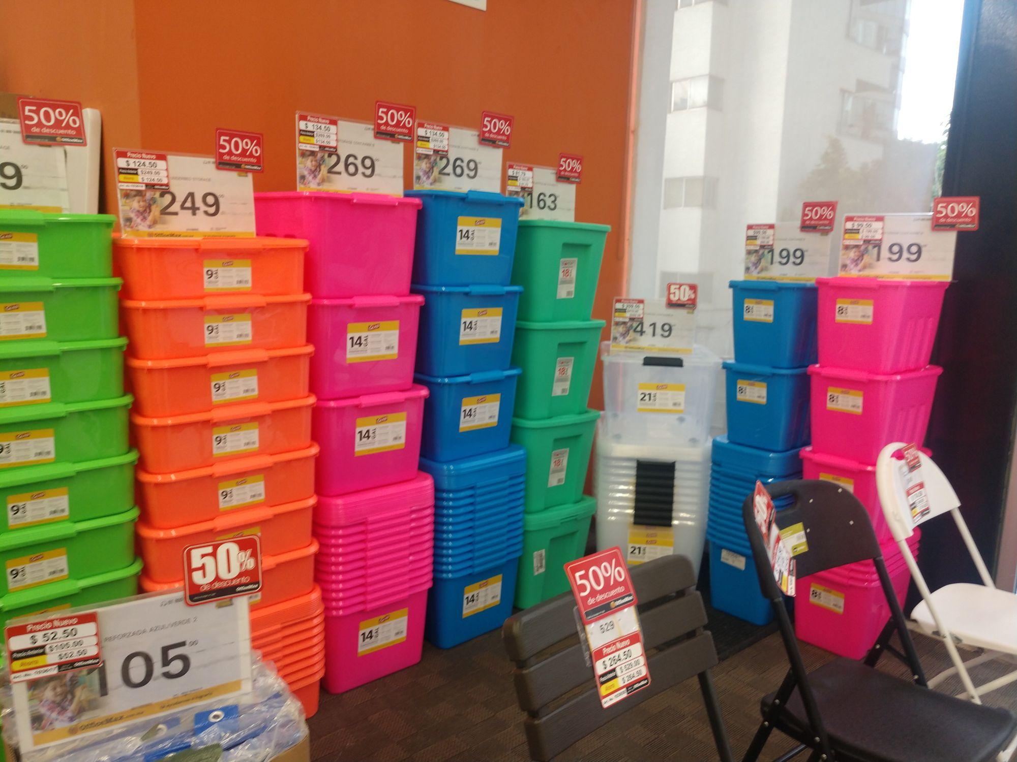 Cajas plásticas a mitad de precio, OfficeMax Condesa