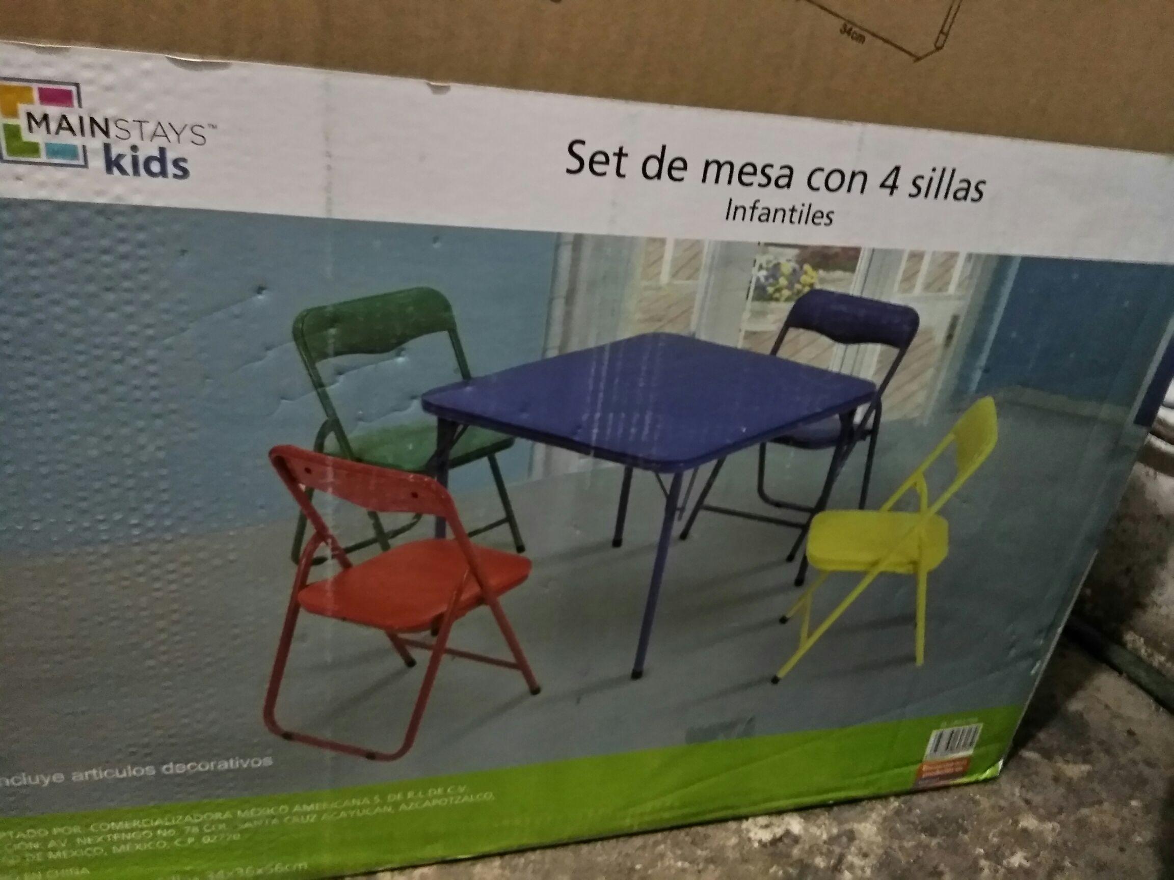 Bodega Aurrerá: Mesa plegable con cuatro sillas plegables