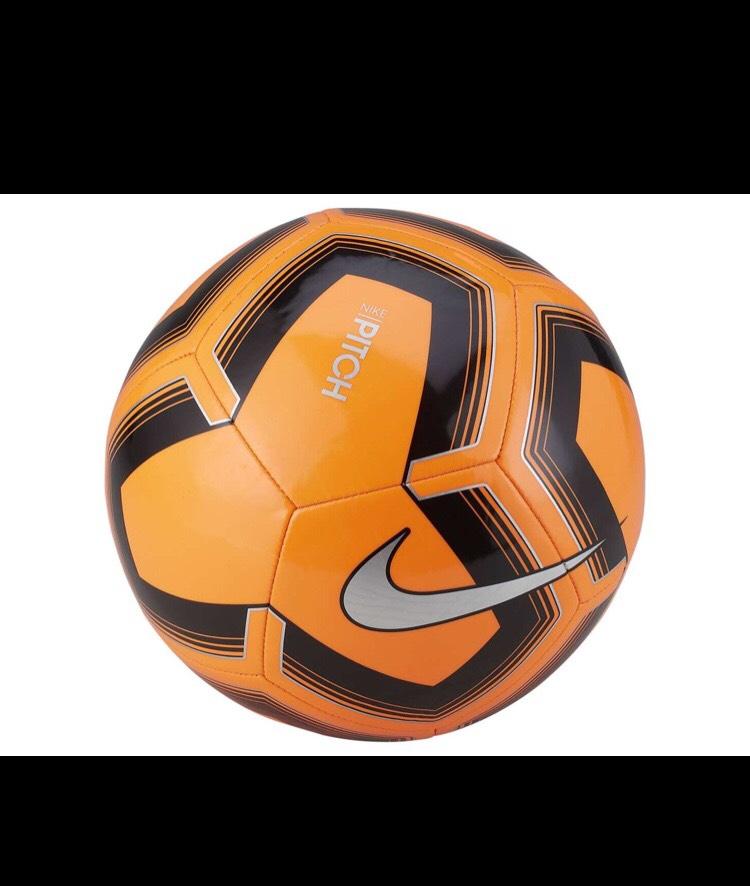 Liverpool: balón Nike