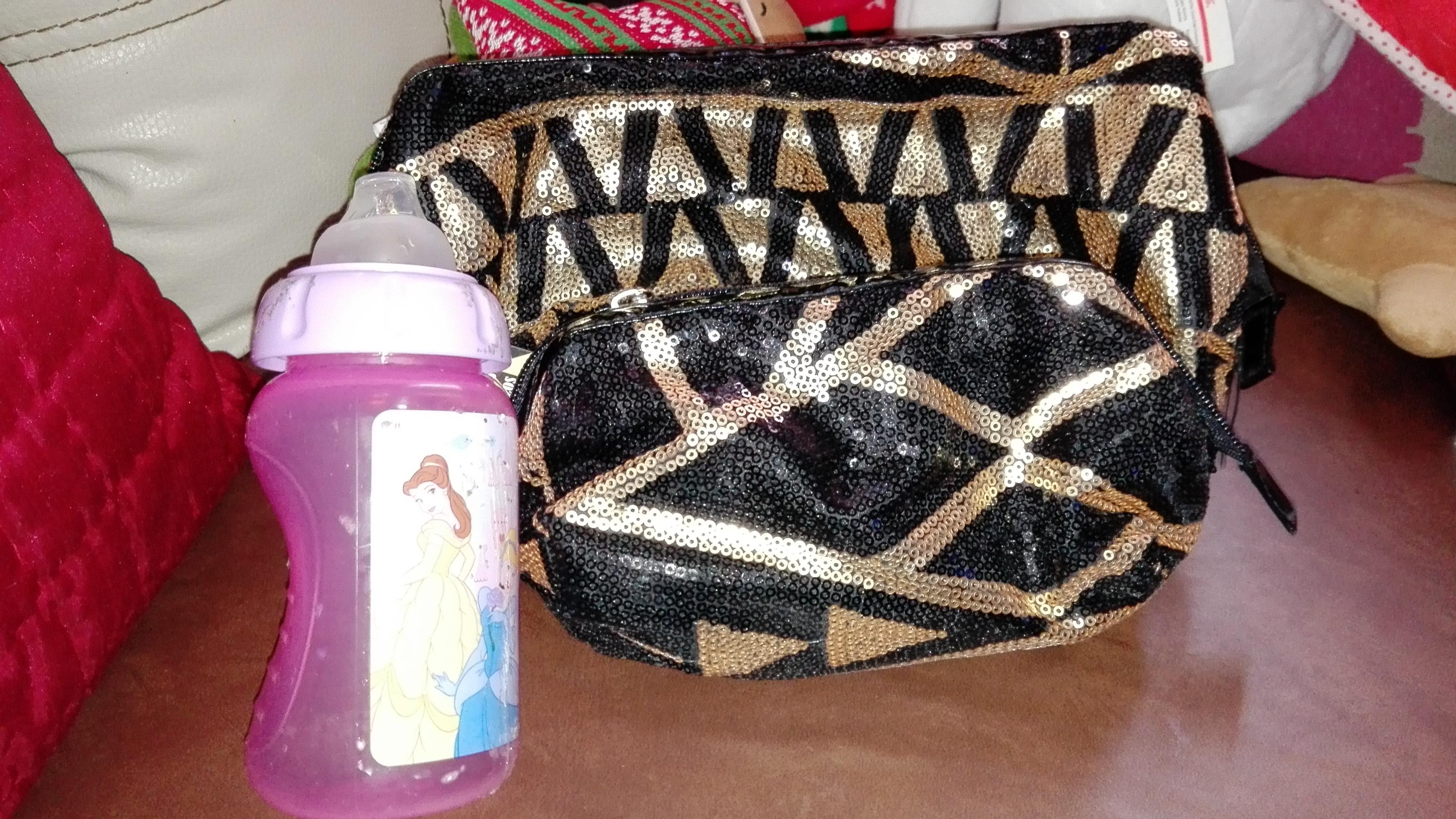 Walmart Ote Tuxtla Gtz, Chis. Set de dos cosmetiqueras $30.02 y vaso entrenador disney $10.02