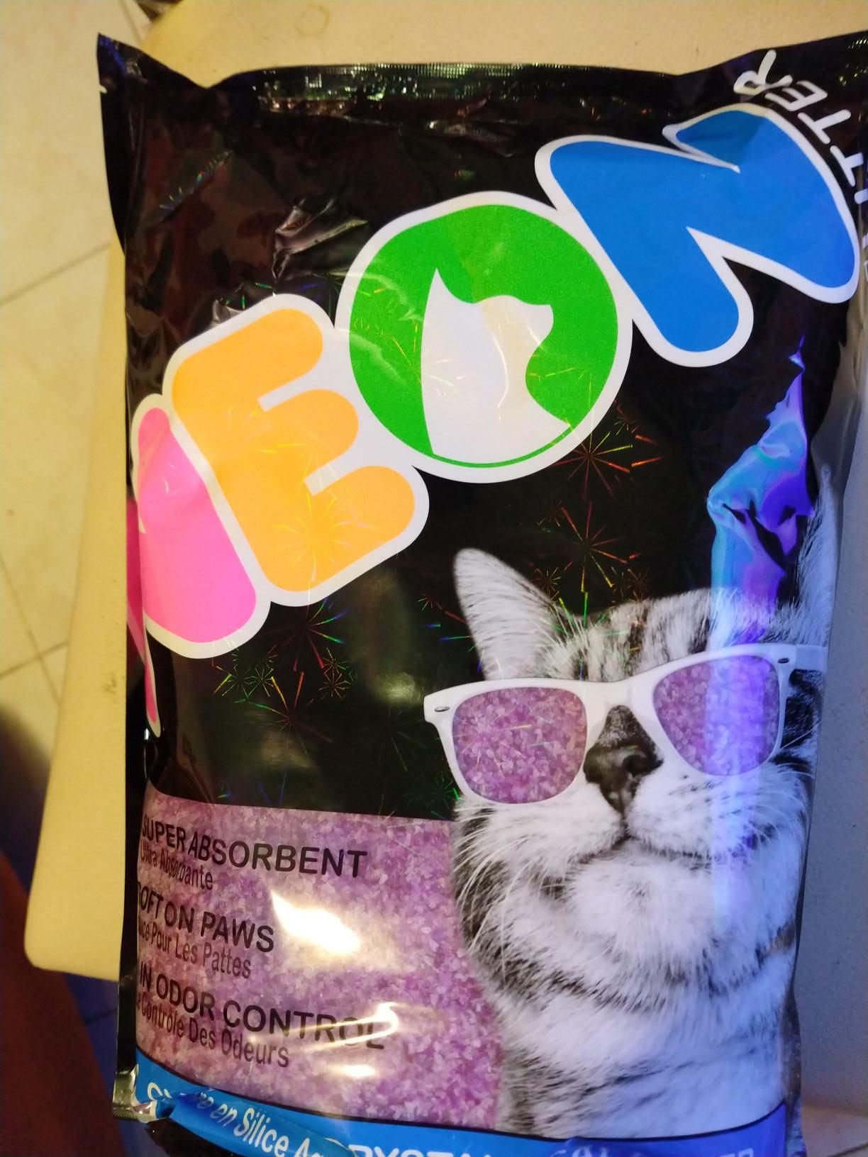Walmart paquete: arena neon + 1.3kg minino plus + 2 pouches plus
