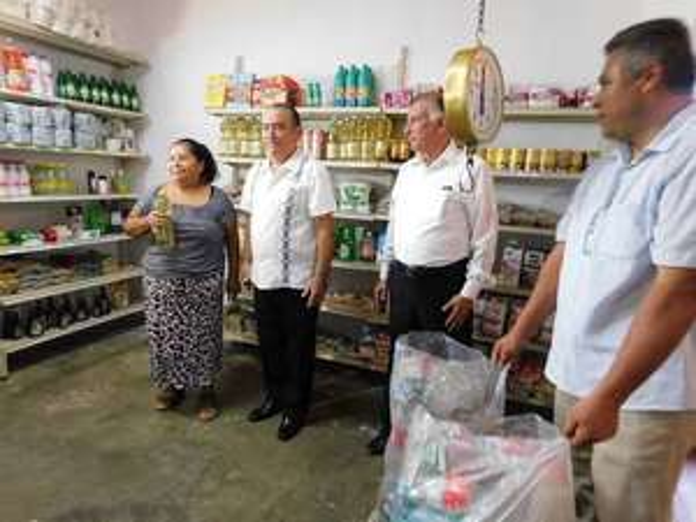 """Monterrey: Cambia basura por comida, se abre la 1a tienda """"Trash for Food"""""""