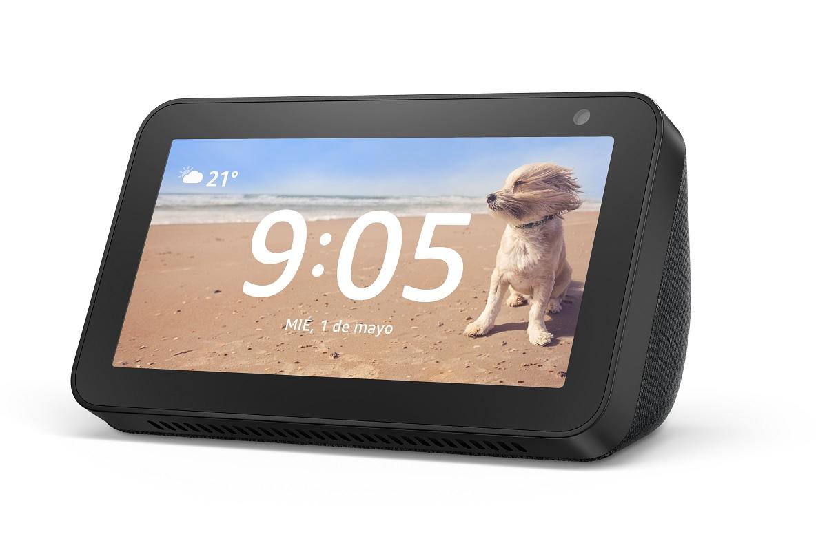 Best Buy: Amazon echo show 5 + echufe inteligente
