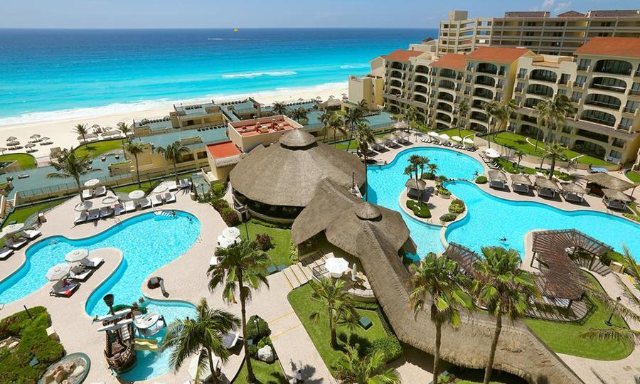 Groupon: 5 noches + desayuno Buffet P. 2 personas Hotel Emporio en Cancun.
