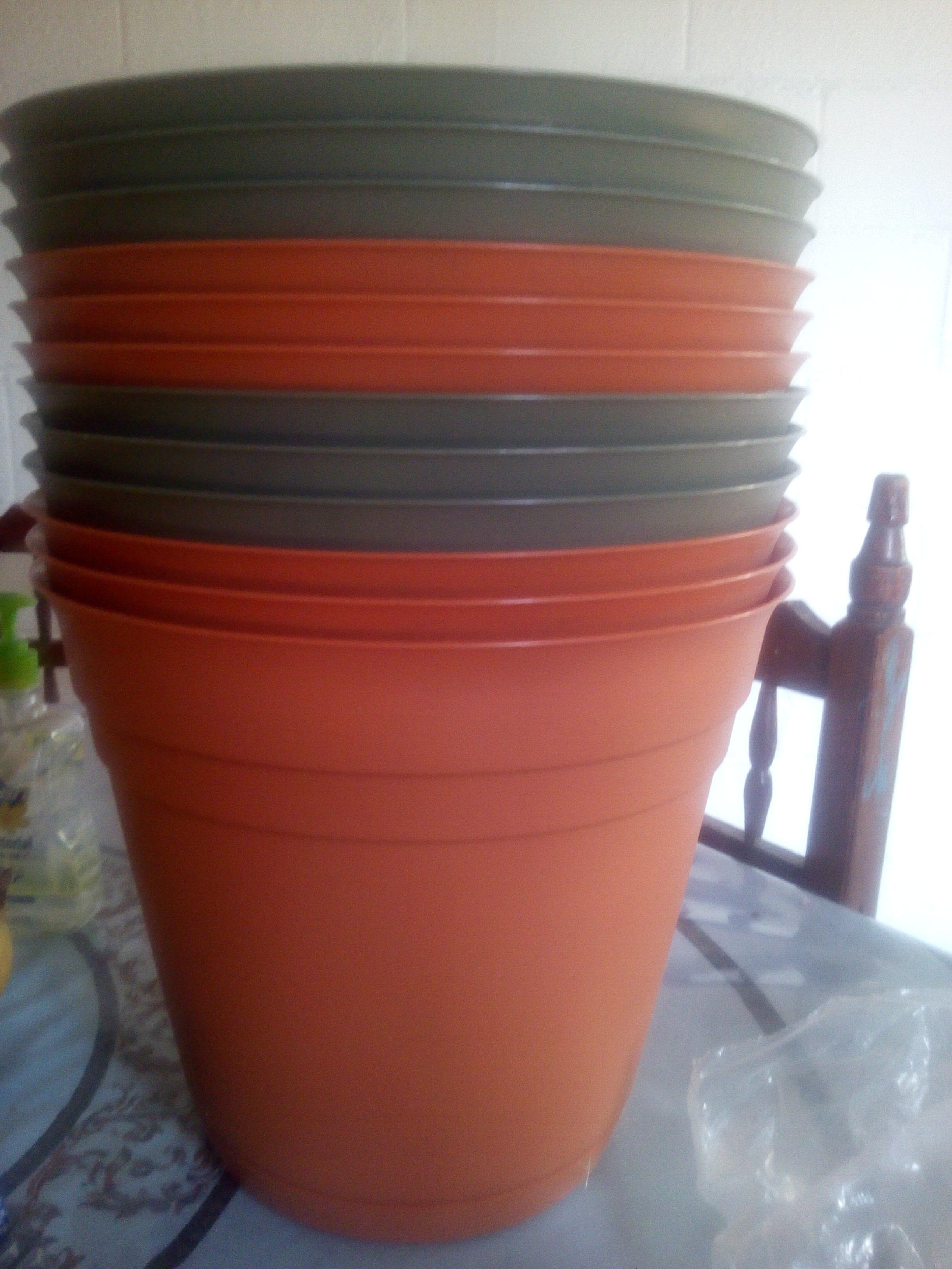 Bodega Aurrerá: Liquidaciones en el departamento de Jardinería: Macetas y fertilizante