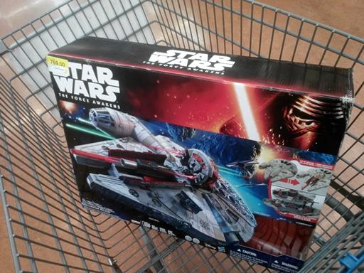 Walmart: Millennium Falcon Hasbro Black Series a $769