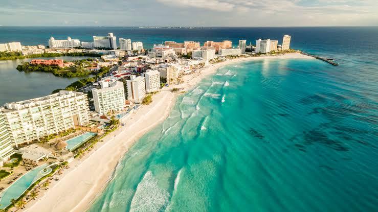 Vuelo redondeo entre DF y Cancún en mayo