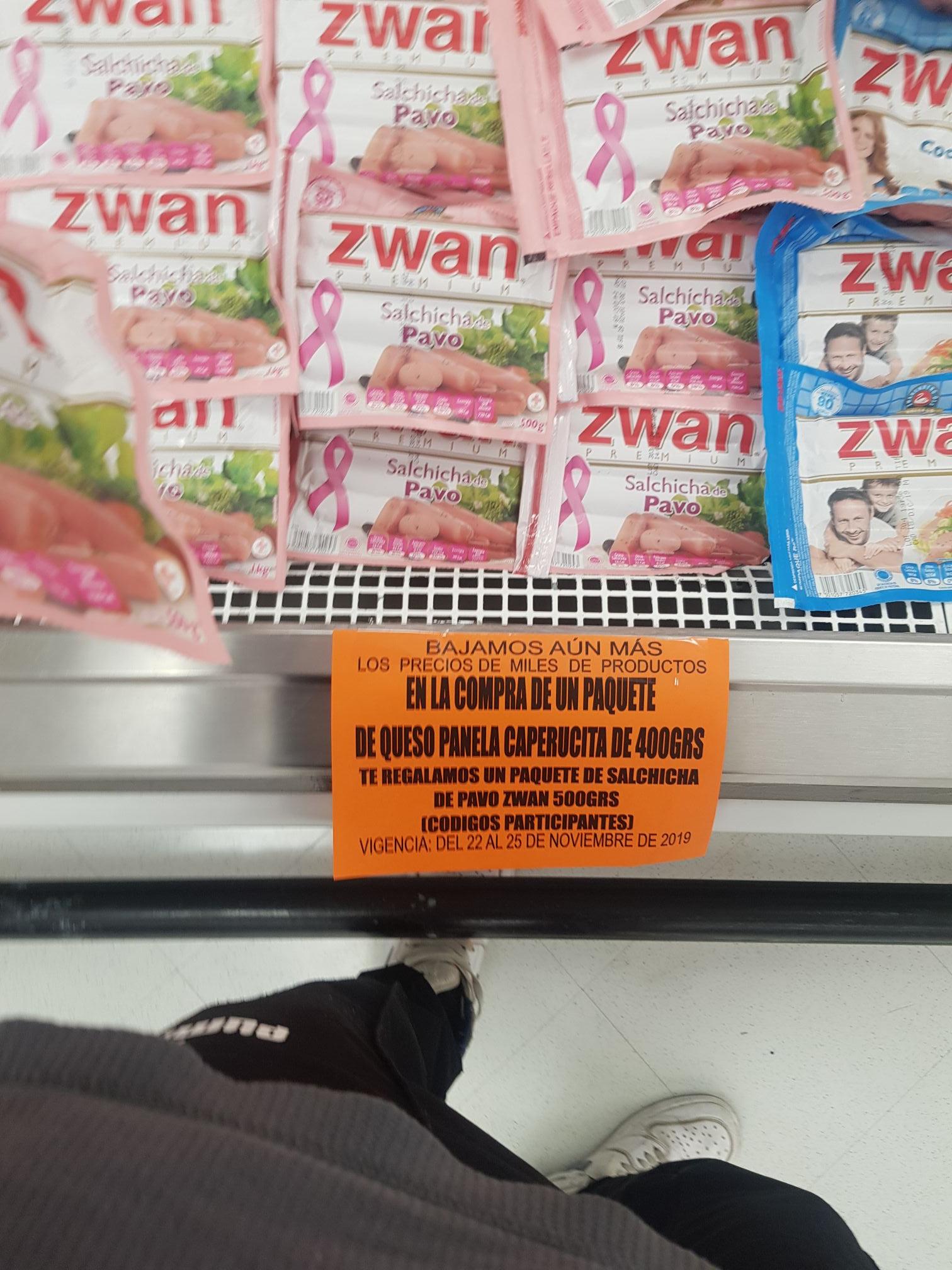Comercial Mexicana Panela caperucita y de regalo salchichas Swan de 500 g