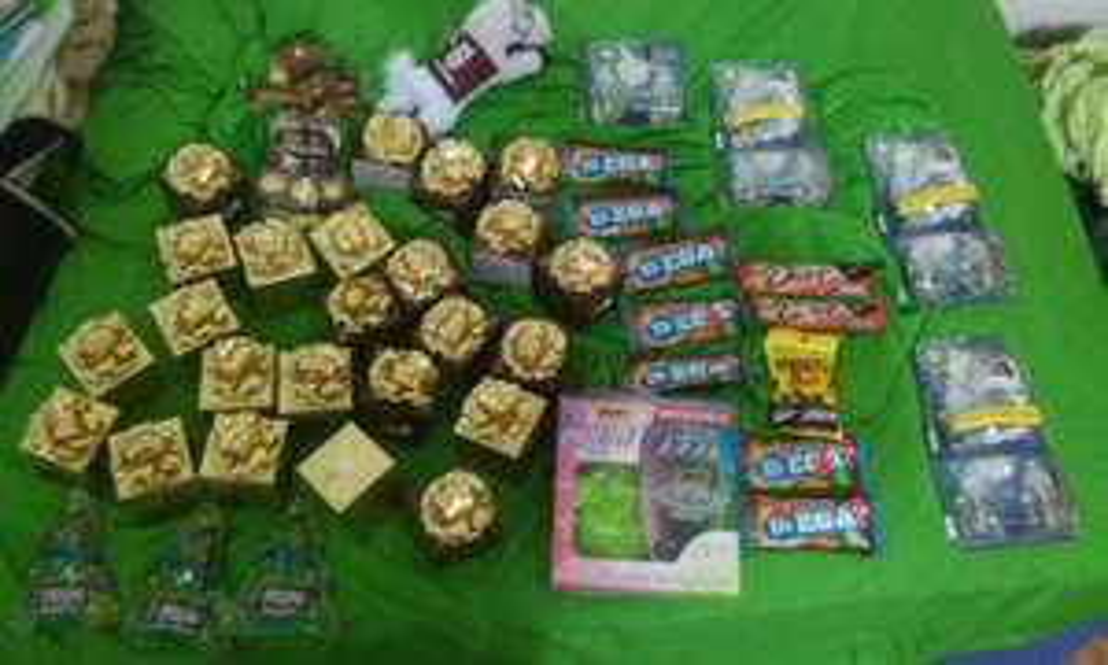 Chedraui: 4 rastrillos bic + esponja $2.10 / Ferrero caja c/6 $1 / Ferrero Campana c/16 $1 / Chocolate Dove Dark $1 / Air wick maquina y 3 repuestos $17.70 / Pelonetes $1
