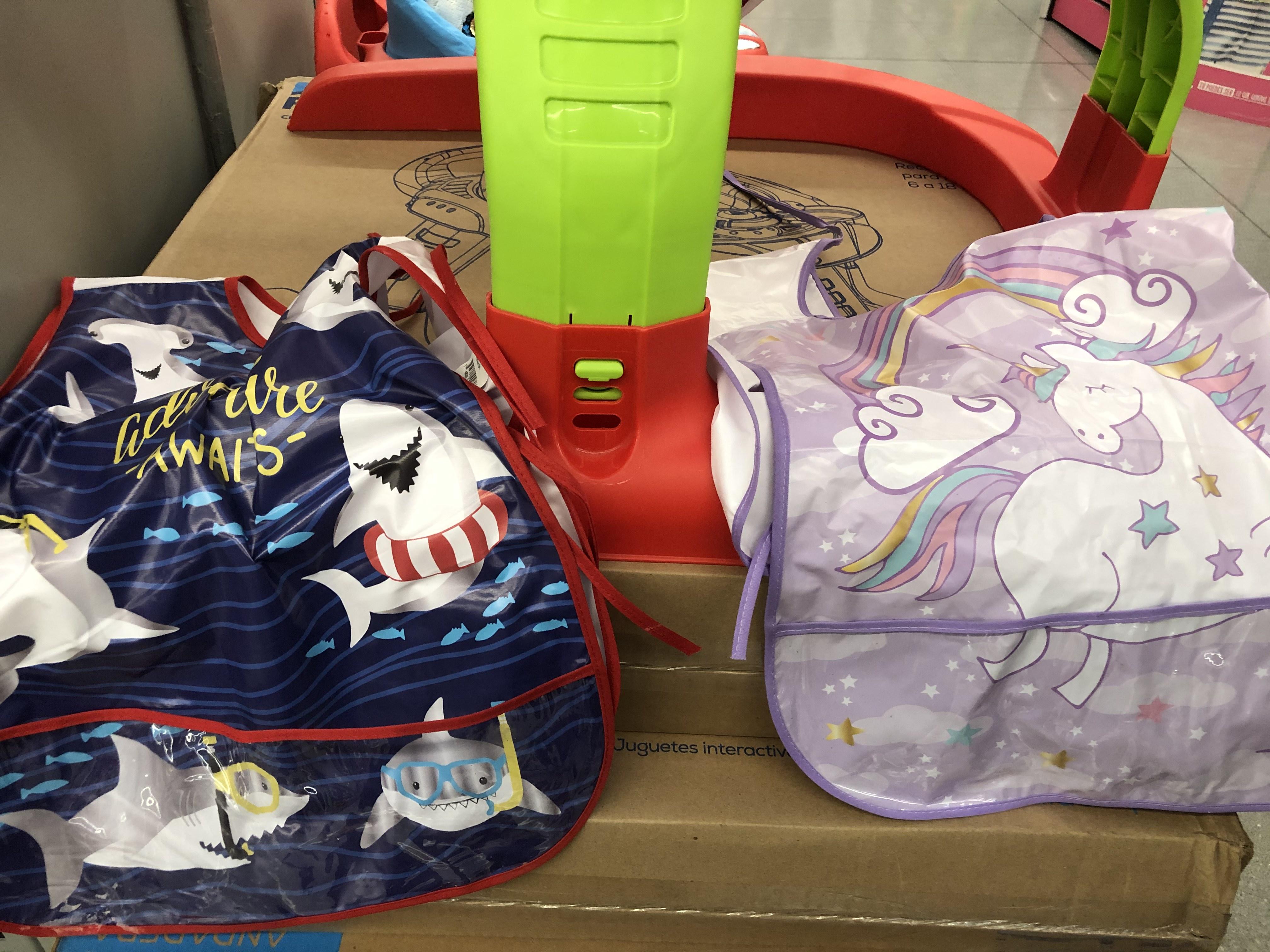 Walmart cancun centro: mandil infantil unicornio y tiburon