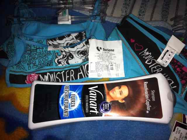 Soriana: corpiño y pantaleta Monster High a $3.90, shampoo Vanart a $15