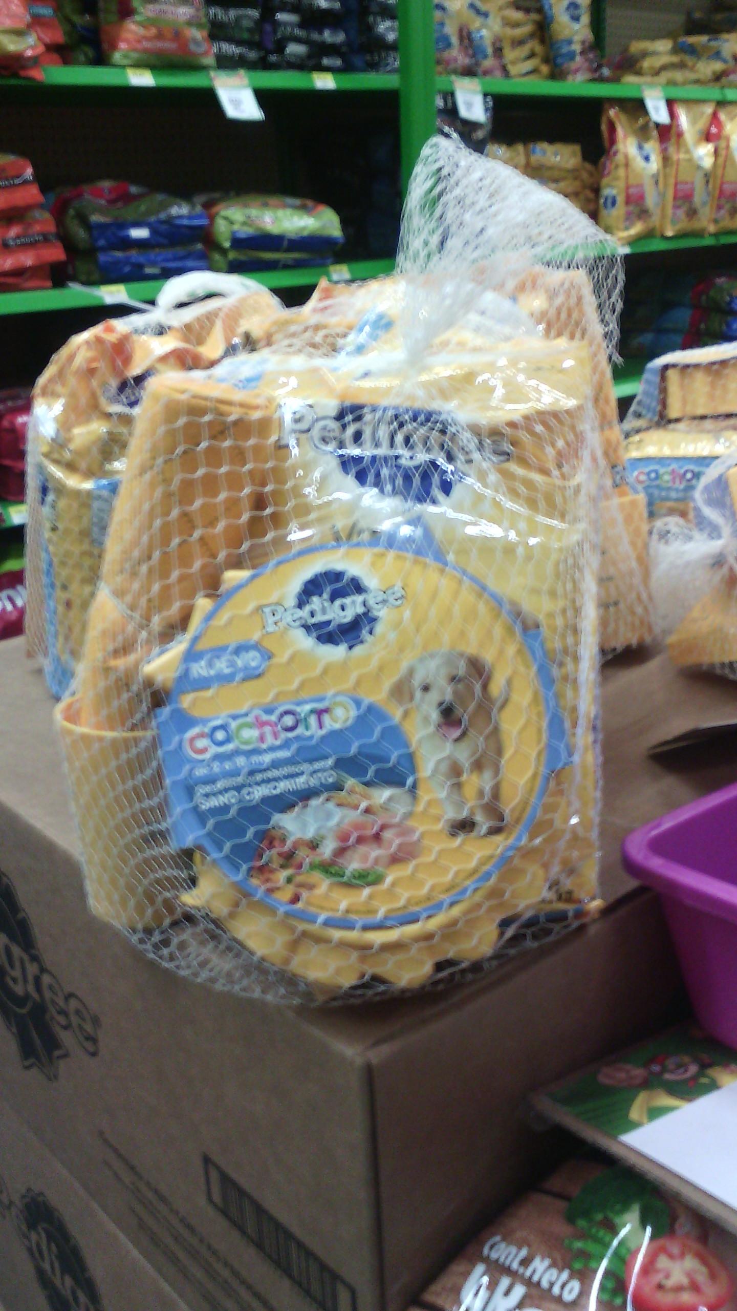 Bodega Aurrerá Uruapan la Fuente: paquete Pedigree para cachorros con tapete y tazón a $79