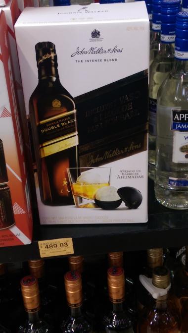 Superama Providencia Guadalajara: Johnnie Walker Double Black 750 ml con vaso y molde de hielo de regalo en $489.03