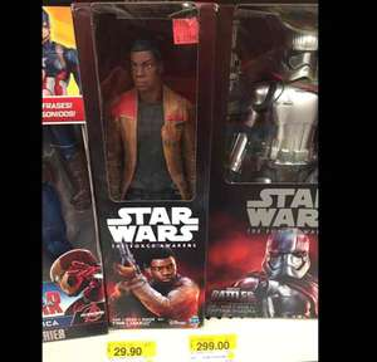 Walmart: Figura de Finn y Storm Trooper 12 pulgadas a $29.90
