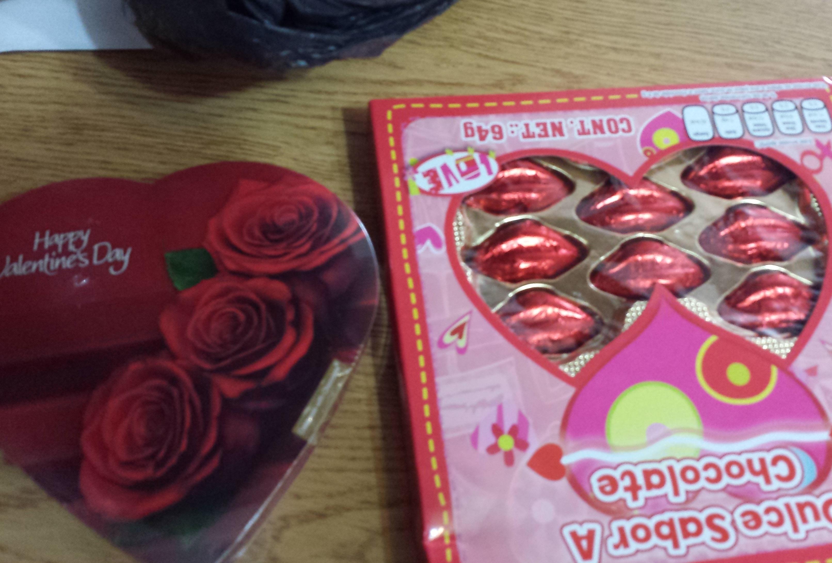 Bodega Aurrerá Cd. Juárez: Chocolates con relleno y sin relleno a 5.02, cámara desechable a $48.02 y $60.02