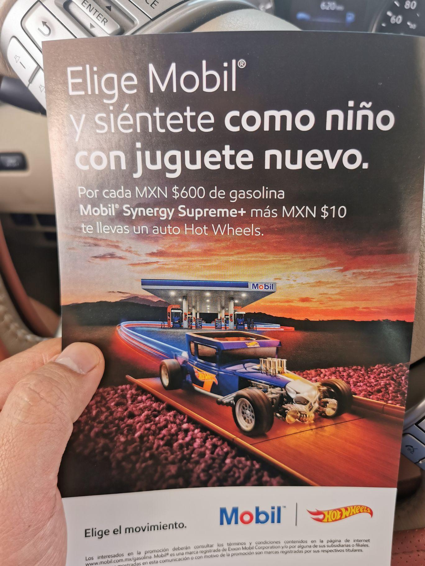Gasolineras Mobil: Carrito Hot Wheels, por cada 600 de gasolina + $10