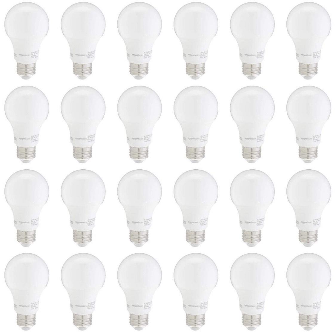 Amazon Basics: 24 focos LED Daylight 60w