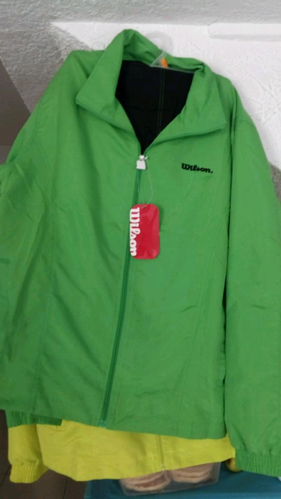 Bodega Aurrerá Lomas Estrella: conjunto de pants Wilson a $90.02, playera Athletic Works a $10.01