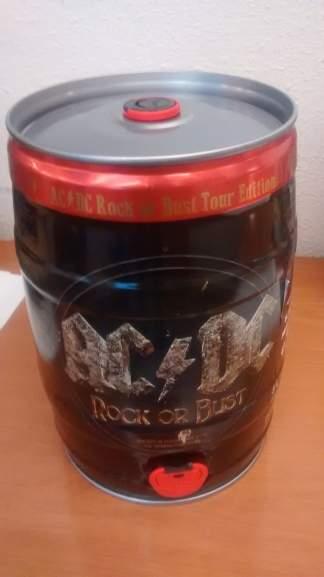Superama Bosques: Barril de Cerveza de 5Lts AC/DC Alemana a $98