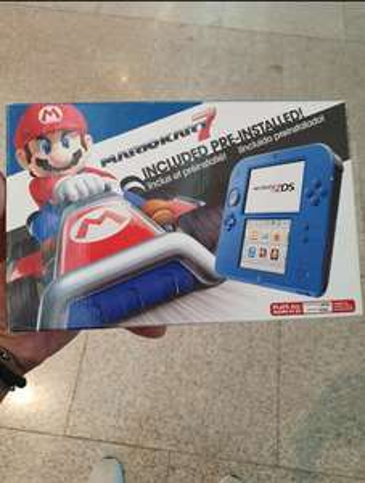 radioshack Nintendo 2DS + Juego Mario Kart 7