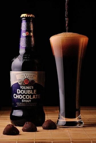 Superama: Cerveza oscura Youngs double chocolate botella 500 ml (3x140)