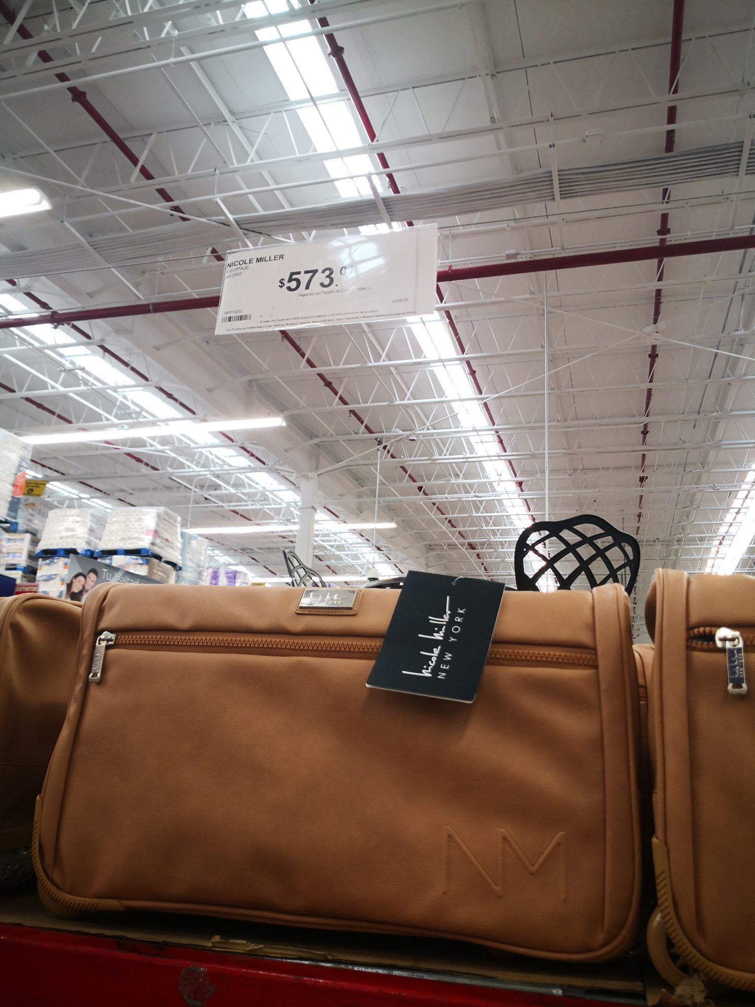 Sam's Club: maleta con ruedas Nicole Miller