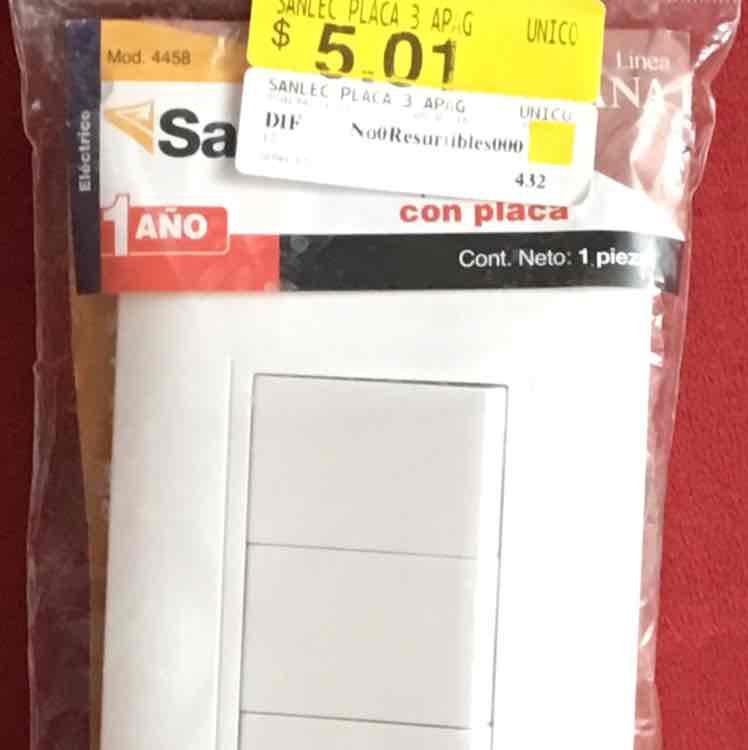 Bodega Aurrerá Iztapalapa CDMX: apagador triple con placa marca Sanelec a $5.01