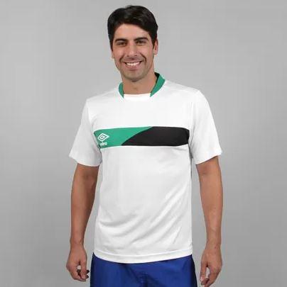 Netshoes: Jersey Umbro talla grande $69 pesos