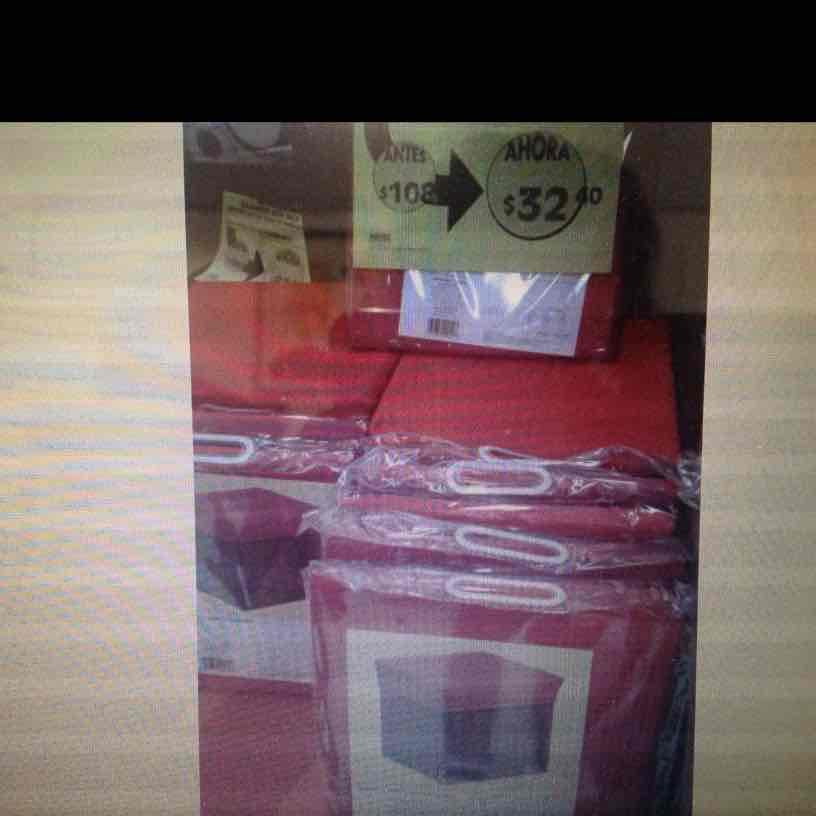 Comercial Mexicana: taburete de tela y madera a $32.40 y taburete grande color chocolate a $89