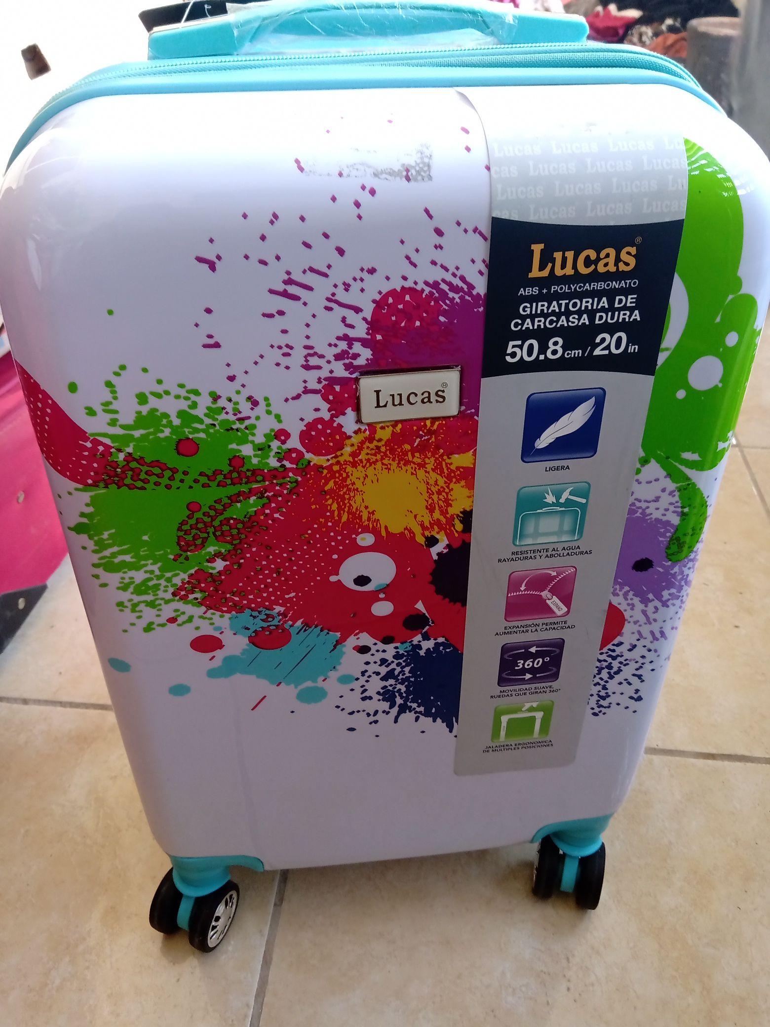 Walmart: Maleta Lucas Acuarela 20 Pulg y otro modelo y medidas en última liquidación