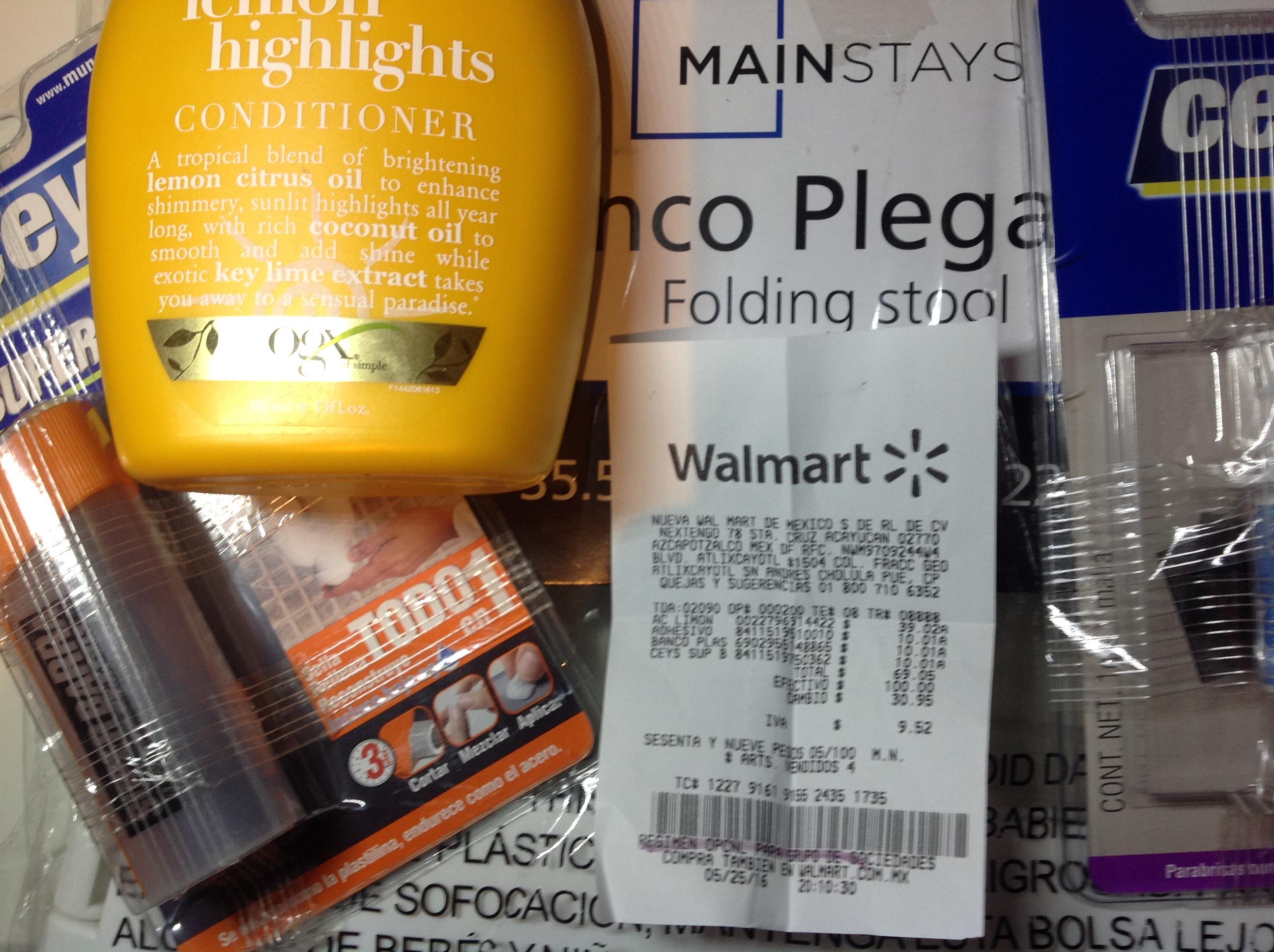 Walmart Boulevard Atlixcayotl: Banco plegable, Acondicionador OGX y mas