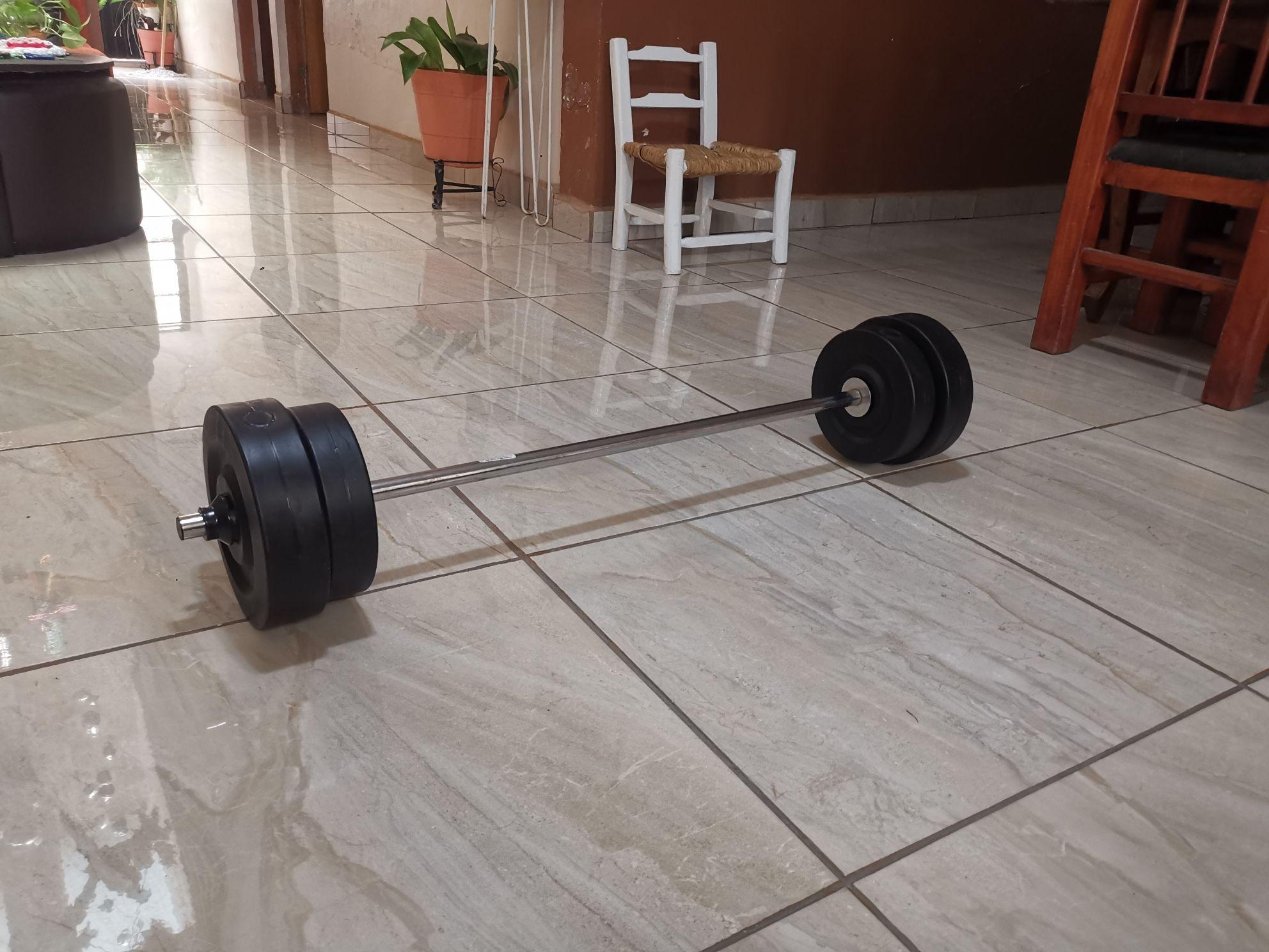 Soriana Circunvalación Guadalajara. Barra con pesas total 20 kgs