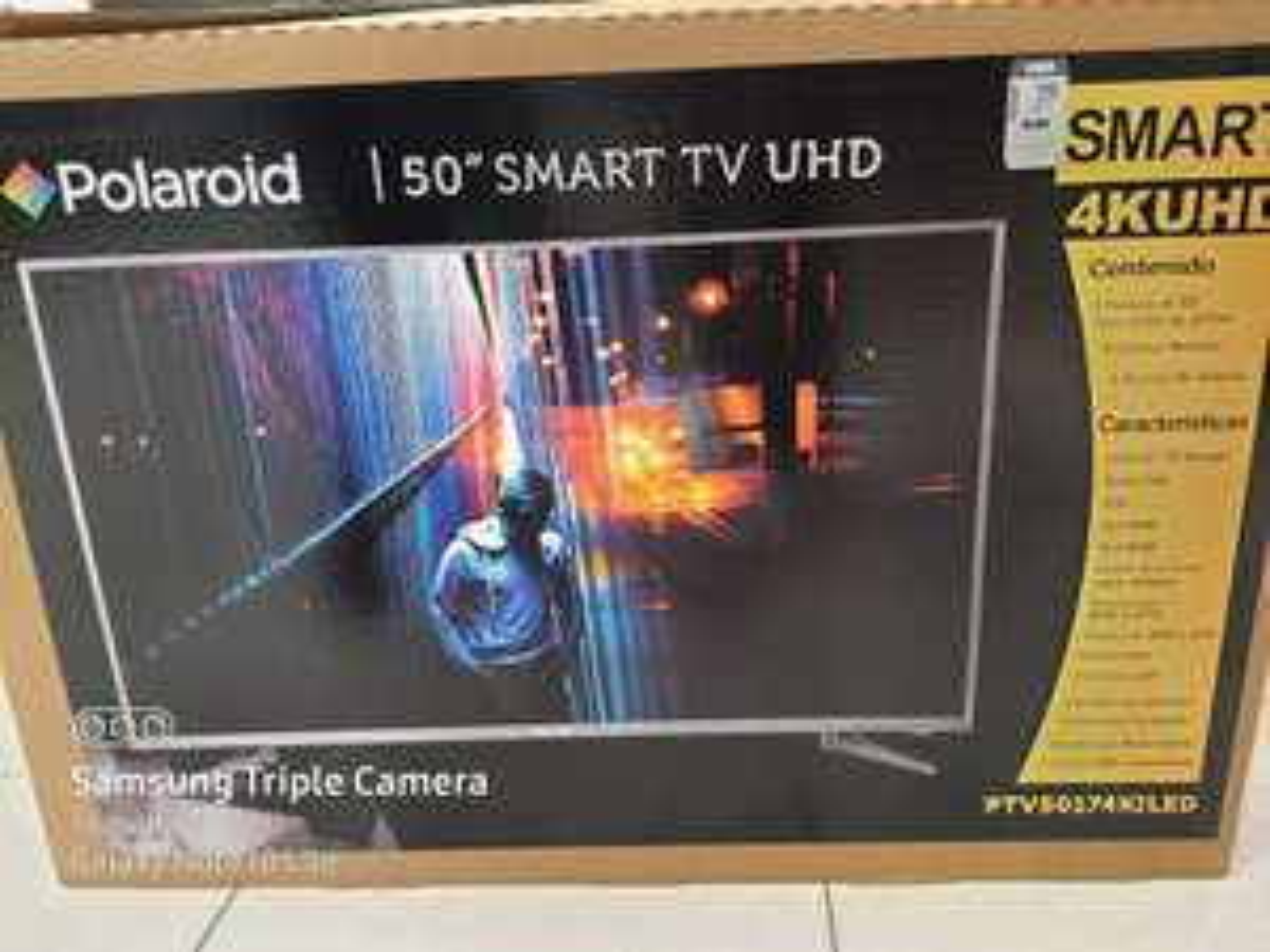 "Suburbia: Pantalla Polaroid 4K UHD 50"" Smart TV Android 7.1"